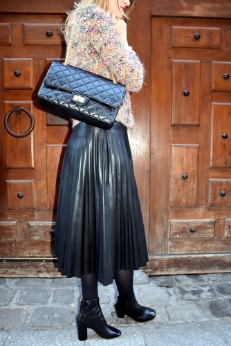 iro,blog mode,veste helga iro,roseanna,chanel,2.55 chanel,jupe plissée cuir,jupe plissée,pleated skirt,alona isabel marant,boots alona isabel marant,top guipure,bmouse guipure,galvin roseanna,top guipure galvin roseanna