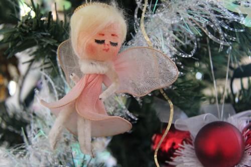 La fée ornant le sommet du sapin de Noël depuis mon enfance, Bretagne, France, Noël 2010.jpg