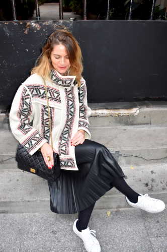 dillon isabel marant,manteau dillon isabel marant,blog mode,dillon coat isabel marant,adidas,chanel,2.55 chanel,gracia jeans,jupe plissée,pleated skirt