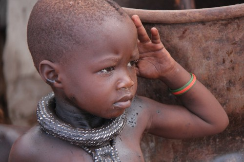 namibie,voyage en namibie,himba,otjiheke,photos enfants himba,photos femmes himba,portraits de himba,frédéric lopez,rendez-vous en terre inconnue,ocre,ocre rouge