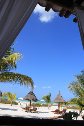 isla hlobox mexico,blog voyage,blog mode,isla holbox,mexico,lapiz of luxury essie,essie nail color,essie nail polish lapiz of luxury,isabel marant,shopping,tom ford sunglasses,barockine's,cabas barockine's,isabel marant étoile,bon plan mode,eres,bikini eres,tempting places,http:www.temptingplaces.comboutique-hotels-fr,casa sandra hotel holbox