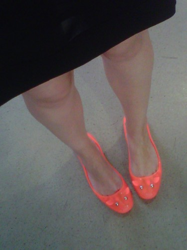fluo, ballerines fluo, ballerines souris fluo marc by marc jacobs, marc by marc jacobs, jelly mouse flats marc by marc jacobs, iro, robe iro, shine, shine paris, shopping, soldes, bons plans mode, jérôme drefuss, portefeuille polo jérôme dreyfuss, housse popoche jérôme dreyfuss, soldes jérôme dreyfuss, bimba y lola, neon necklace bimba y lola, brunch blanc